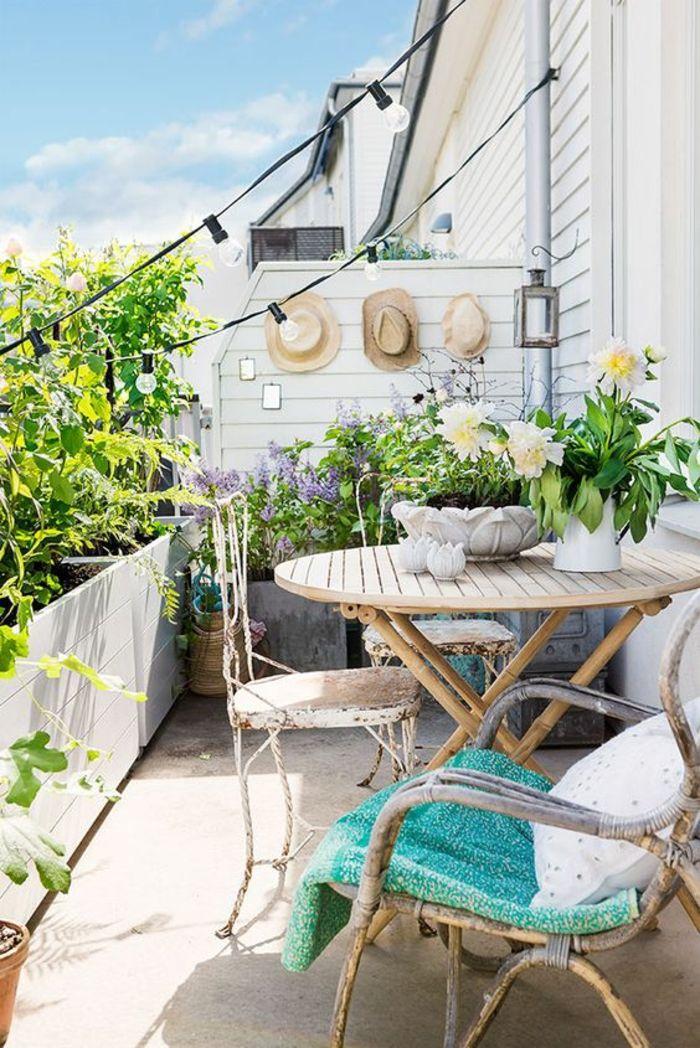 idee amenagement terrasse en style bohème, balcon fleuri, decoration ...