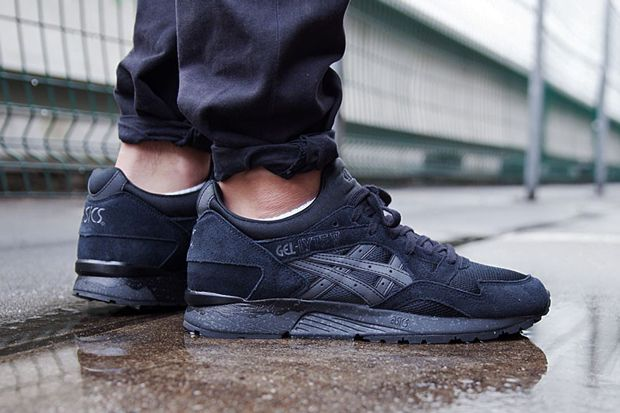 all black asics mens
