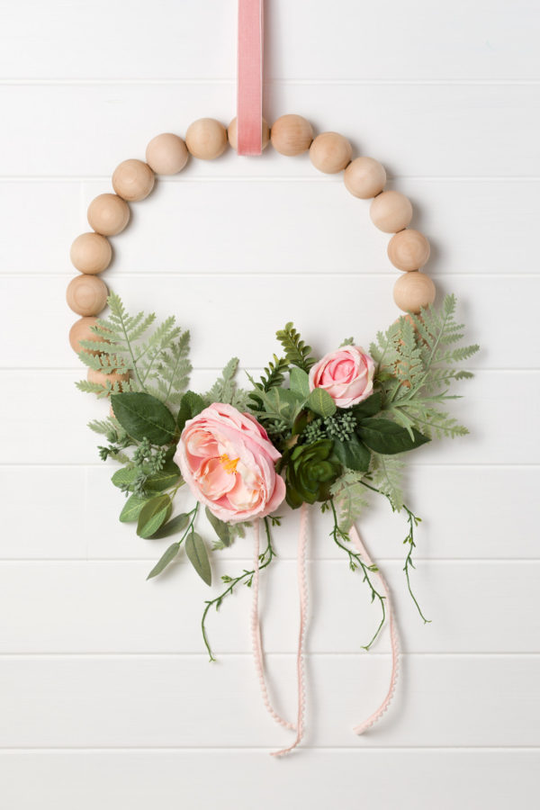 Photo of Learn how to make a goegous wreath with peonies and spilled wooden balls