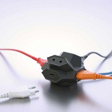 Der Diamond Plug ist eine cleveres Doppel-USB-Ladegerät mit Mehrfachsteckdose. Sein Design ist nicht nur auffällig und edel, sondern auch mit praktischen Vorteilen versehen.