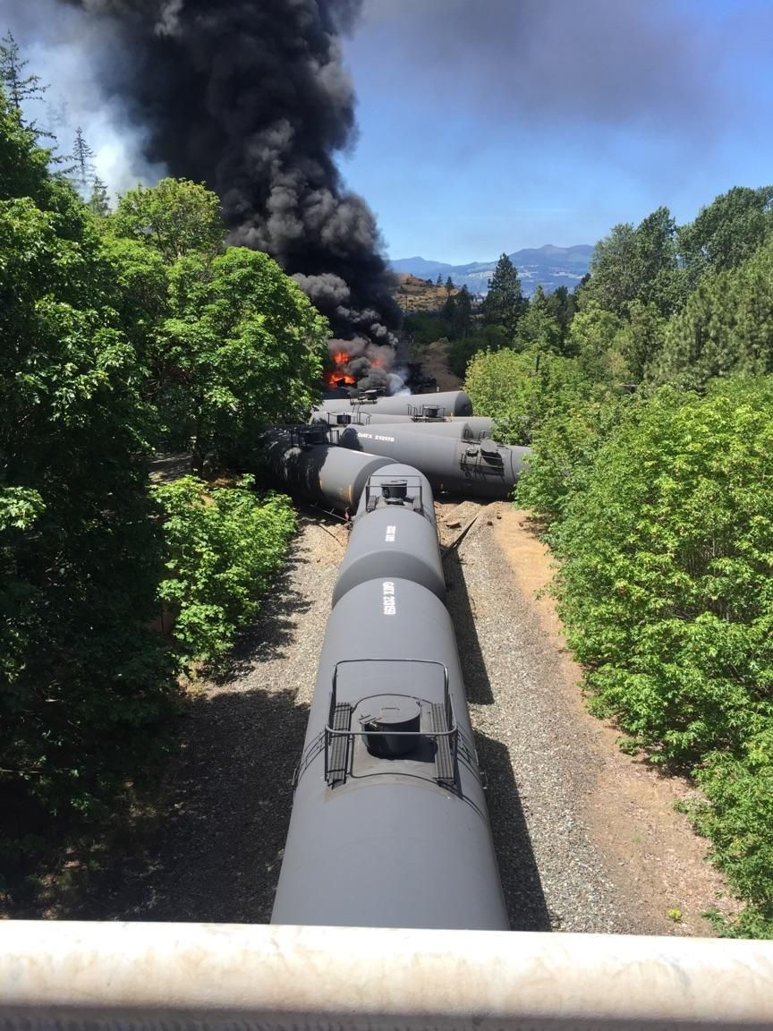 Train carrying oil derails near Oregon's Columbia river gorge | US news | The Guardian