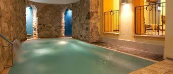 Risultati immagini per chalet valle d'aosta piscina