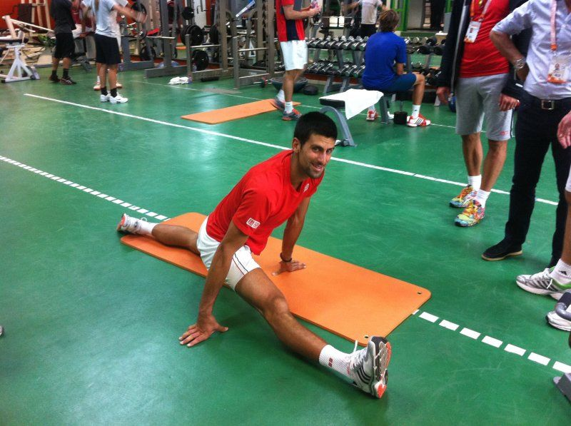 Novak Djokovic - stretching