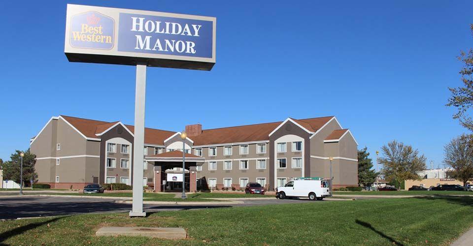 Holiday manor newton iowa speedway hotel manor house