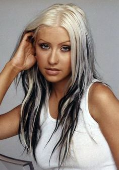 Christina Aguilera Here With Chunky Highlights In The Early 2000 S Christina Aguilera Hair Christina Aguilera Costume Christina Aguilera Stripped