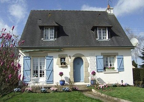 Small french cottages google search cottage exterior for Small french country cottage