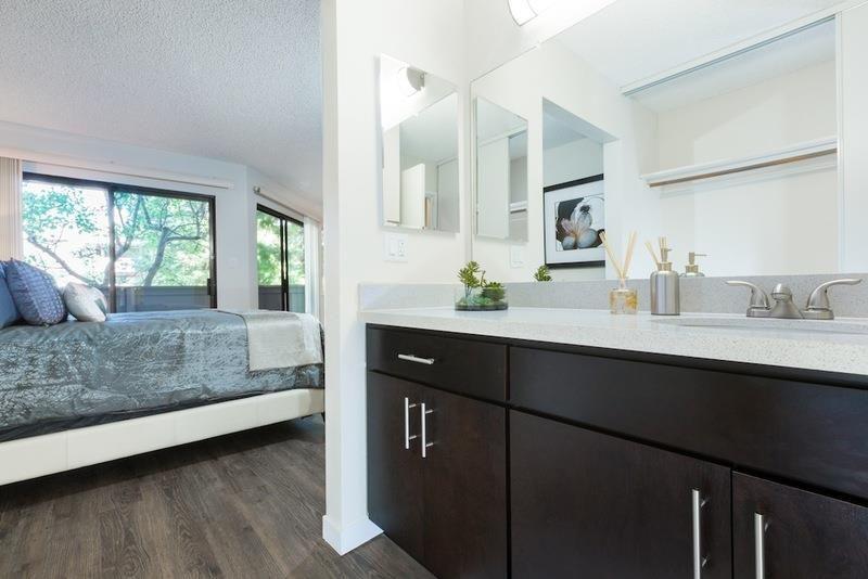 510 214 2306 1 2 Bedroom 1 2 Bath Creekwood 22294 City Centre Drive Hayward Ca 94541 Lighted Bathroom Mirror Home Decor Home