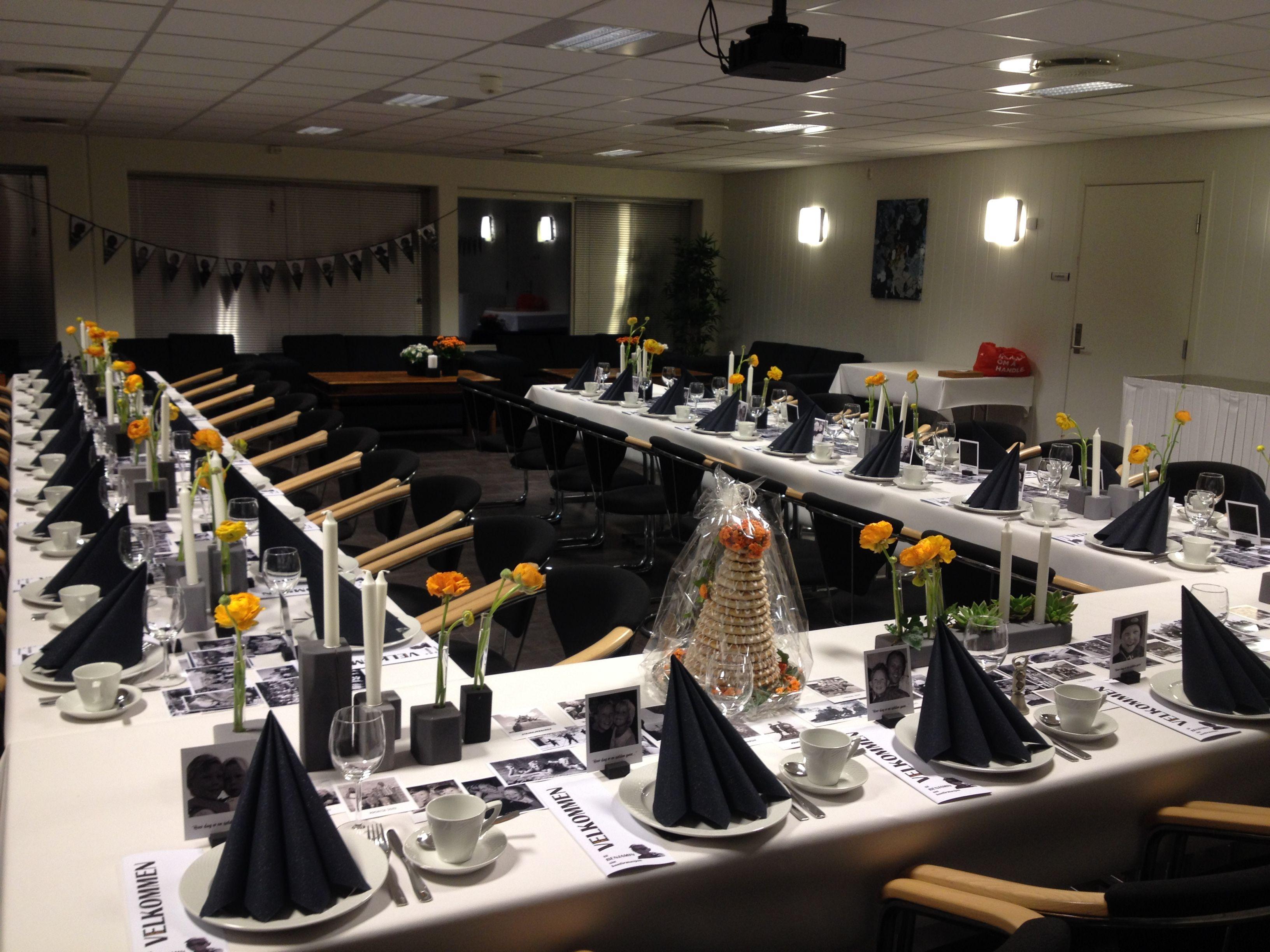 konfirmasjon - borddekking - tablesetting - ranukler - svart/grått/hvitt/orange - foto som bordpynt