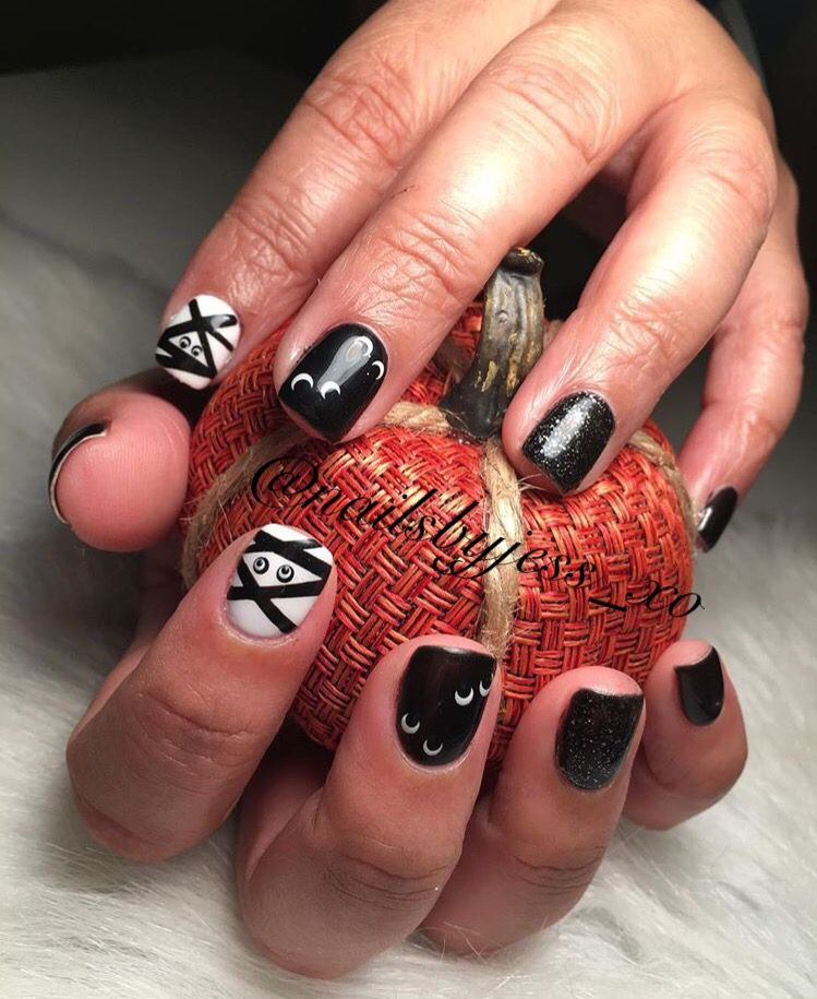 Shellac manicure Halloween theme 👻 (With images) | Shellac ...