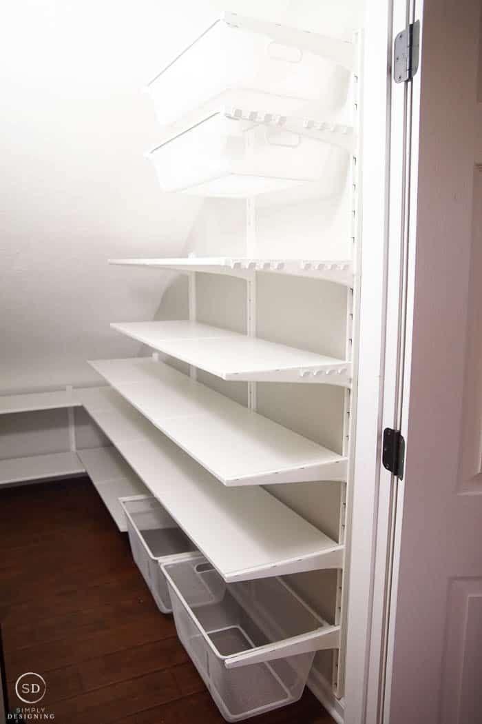 So organisieren Sie einen Kleiderschrank unter den Ideen für die Stairs & Pantr… - Kleiderschrank ideen