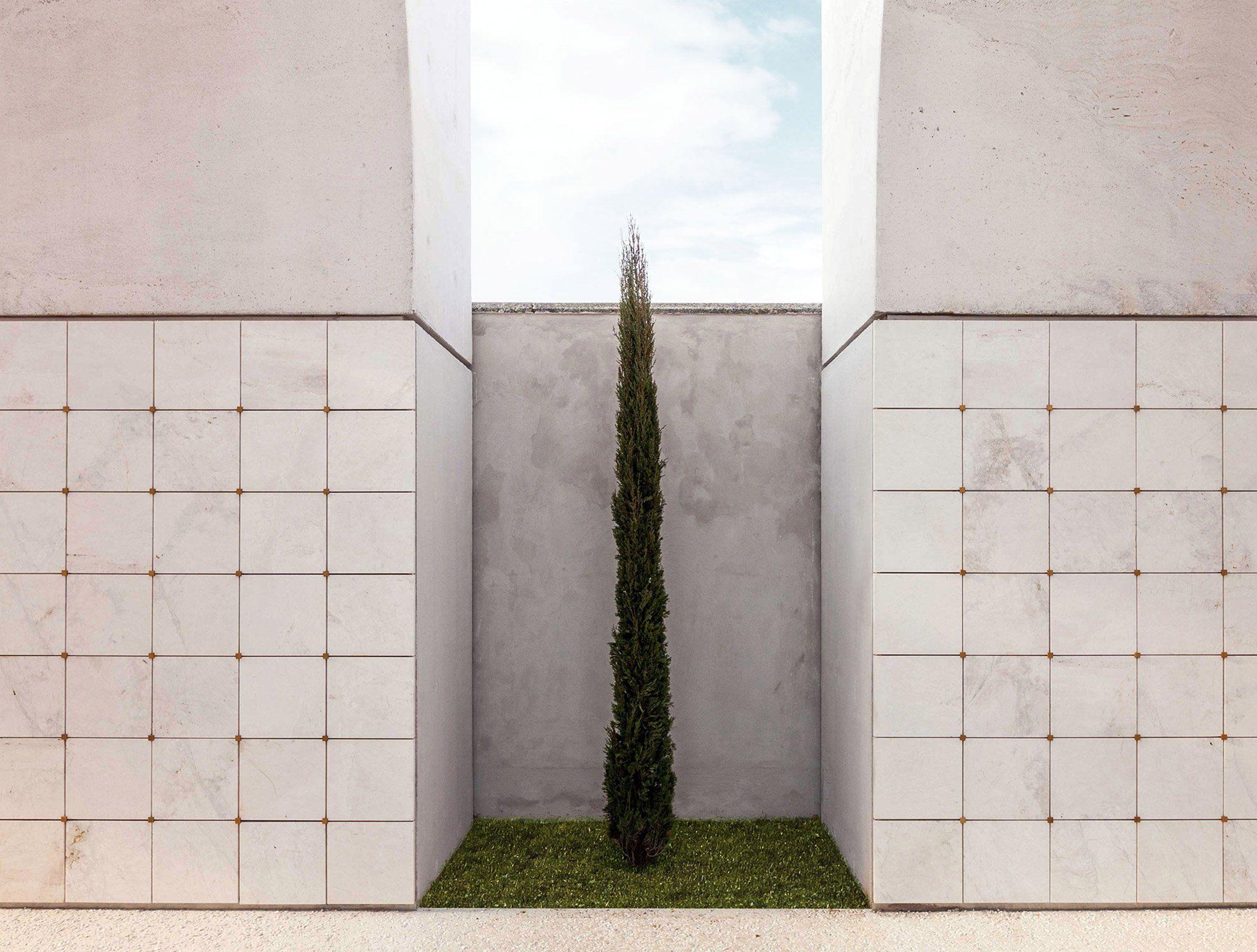 Architetti A Bergamo cn10 architetti has built a trio of white concrete and