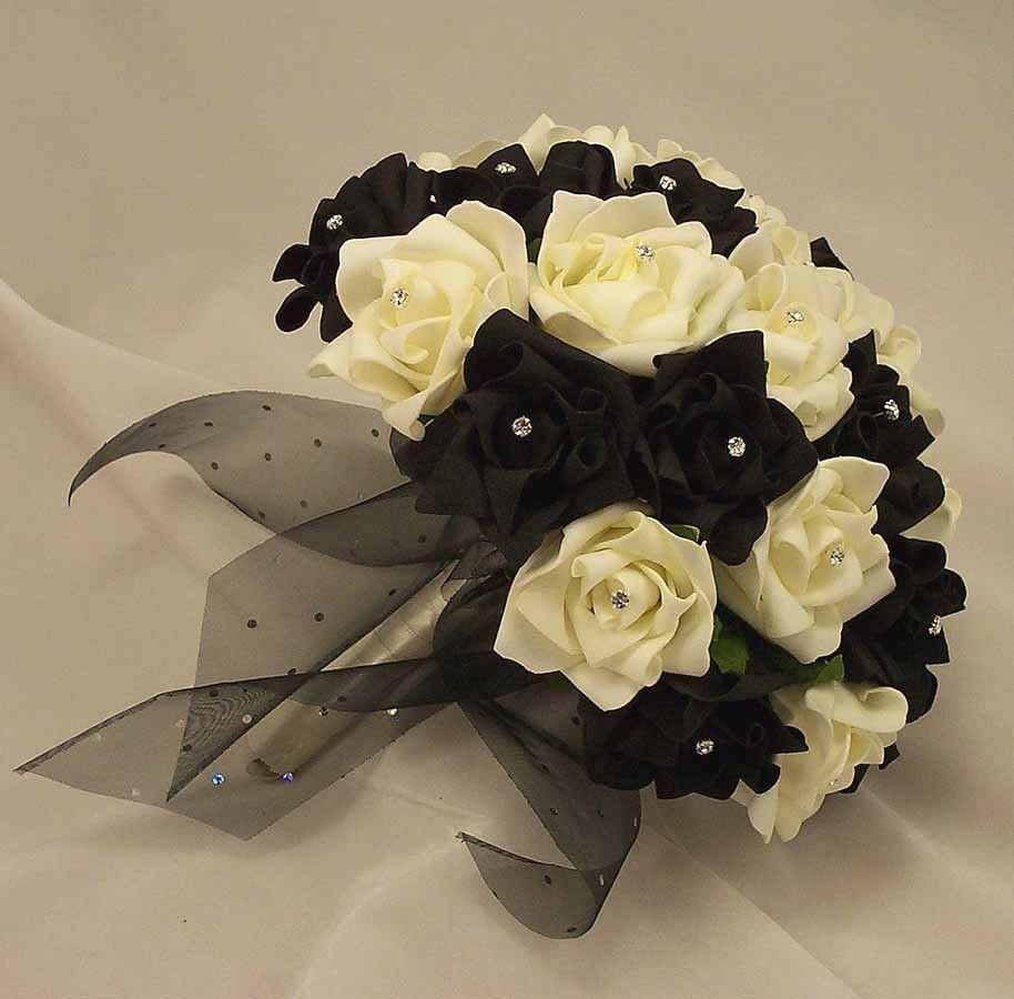 Black And White Roses Bouquet Szukaj W Google Tattoo Pinterest