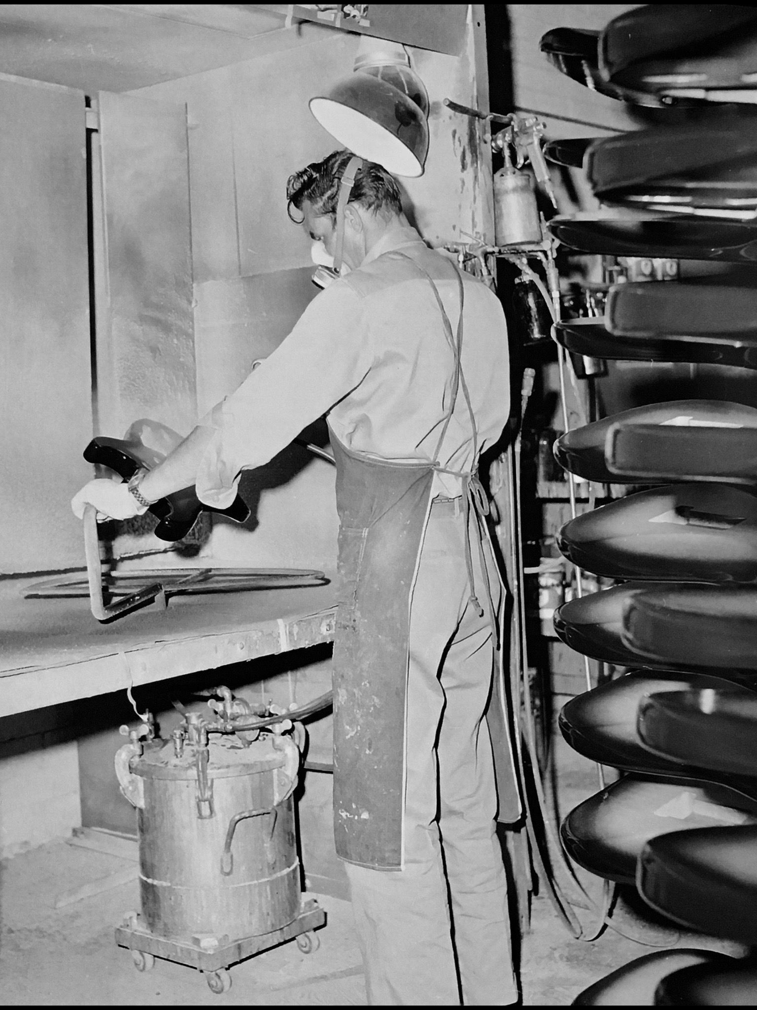 Fender Factory In Fullerton 1954 You Can Practically Smell The Lacquer Wood And Paint Vintage Guitars Fender Guitars Leo Fender