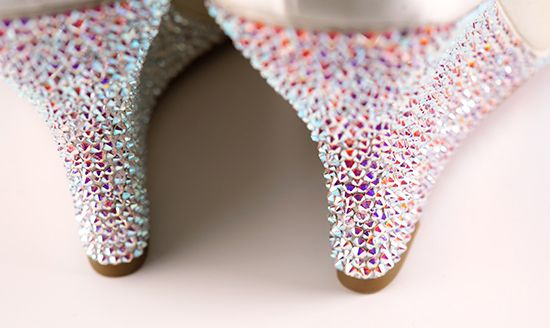 How-to Apply Swarovski Crystal / Rhinestone onto Shoes (Heels, Wedges) #howtoapplybling