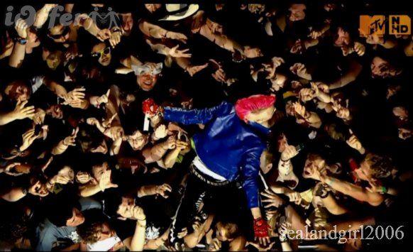 Risultato della ricerca immagini di Google per http://cdn100.iofferphoto.com/img/item/190/329/480/30-seconds-to-mars-live-at-rock-am-ring-2010-dvd%2Bcd-571a.jpg