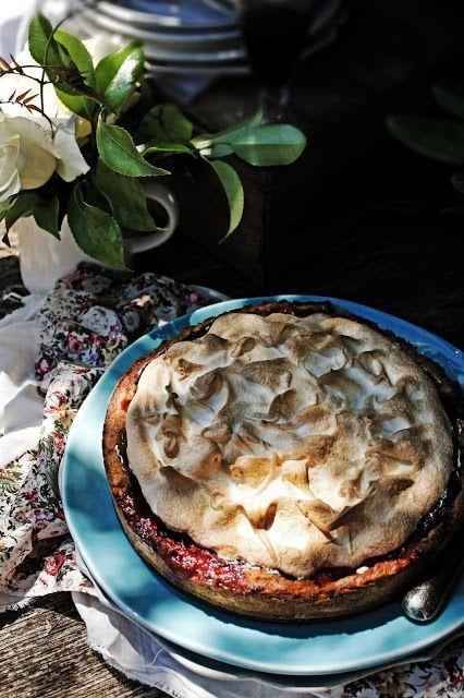 Pratos e Travessas: Tarte merengada de morangos e mirtilhos # Strawberry, blueberry meringue tart | Recipes, photography and stories