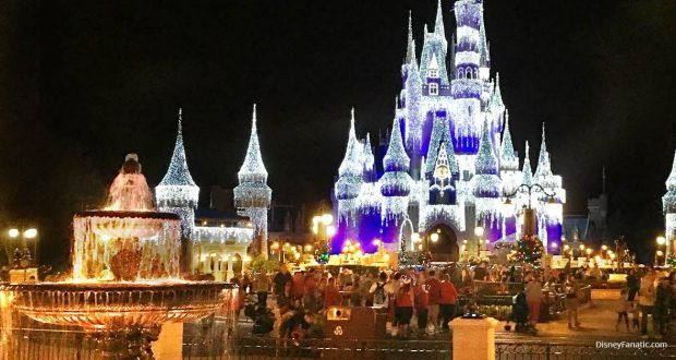 8 Facts and Secrets about Mickey\u0027s Very Merry Christmas Party at