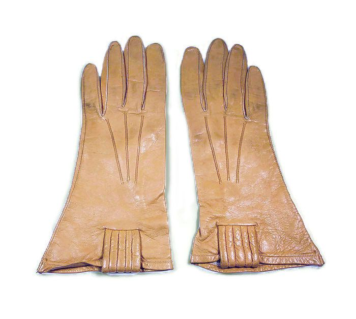 Alexette Gloves, Kid Leather, Camel Tan, Tufted Style, Driving Gloves, Made in USA, Vintage Accessories
