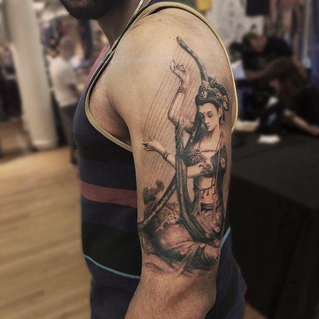 Instagram media by darwinenriquez - almost done, feliz con El Progreso de este trabajo donde hice un fondo claro para dar un efecto de luz a el tatuaje y sea un trabajo que se aprecie bien desde cierta distancia  #darwinenriquez #tattoo