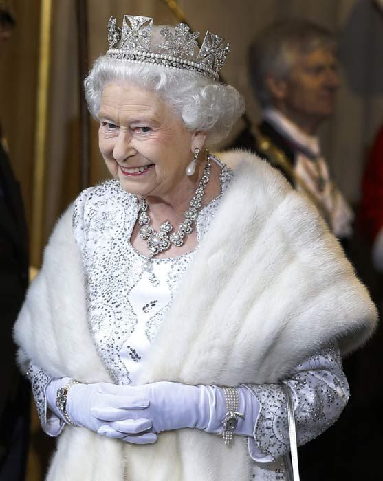 The Queen is all smiles as she prepares to welcome her third great grandchild - Photo 11 | Celebrity news in hellomagazine.com