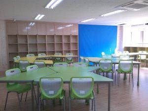 A Couple Different Ways To Group Trapezoid Tables Seating