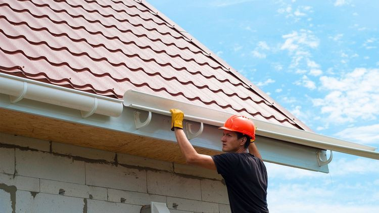How To Install Gutters To Protect Your Home From Water Damage In 2020 How To Install Gutters Gutters Gutter Repair
