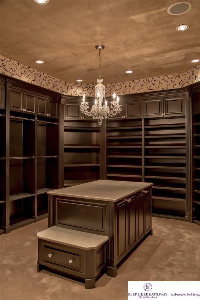 Huge walk in closets design Luxury Huge Walkin Closet Quantecinfo Huge Walkin Closet Walk In Closets Pinterest Walk In Closet