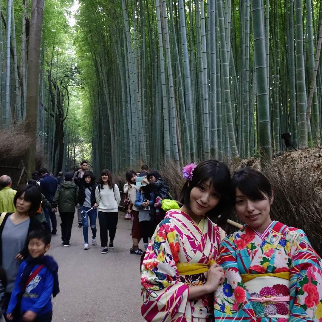Caras bonitas na floresta de bambu em Quioto #Quioto #viagem