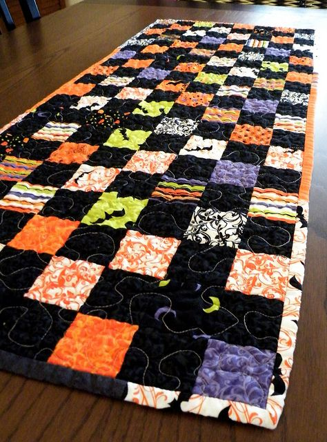 halloween table runner i quilts pinterest rh pinterest it
