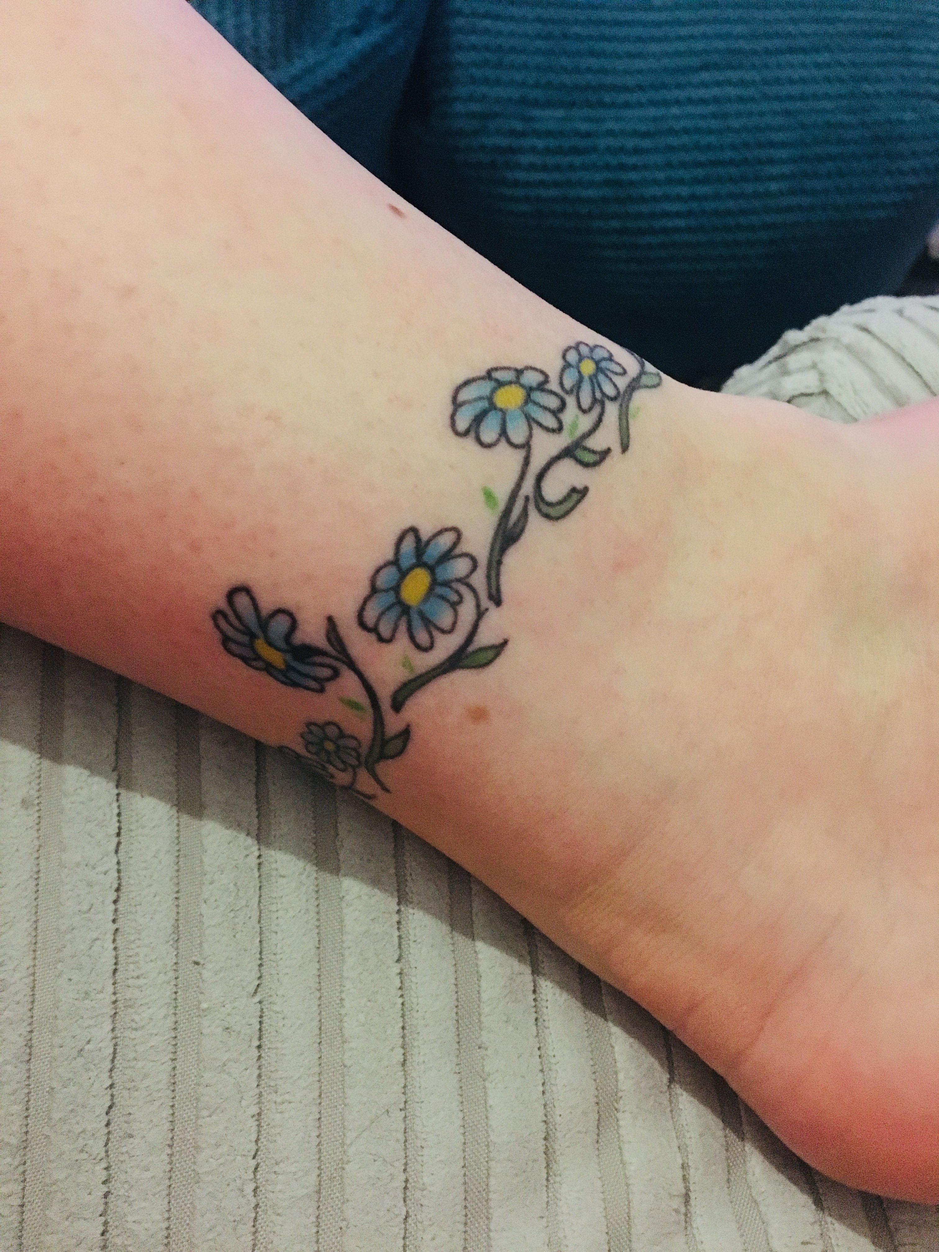 Daisy chain Chain tattoo, Tattoos, Name tattoos