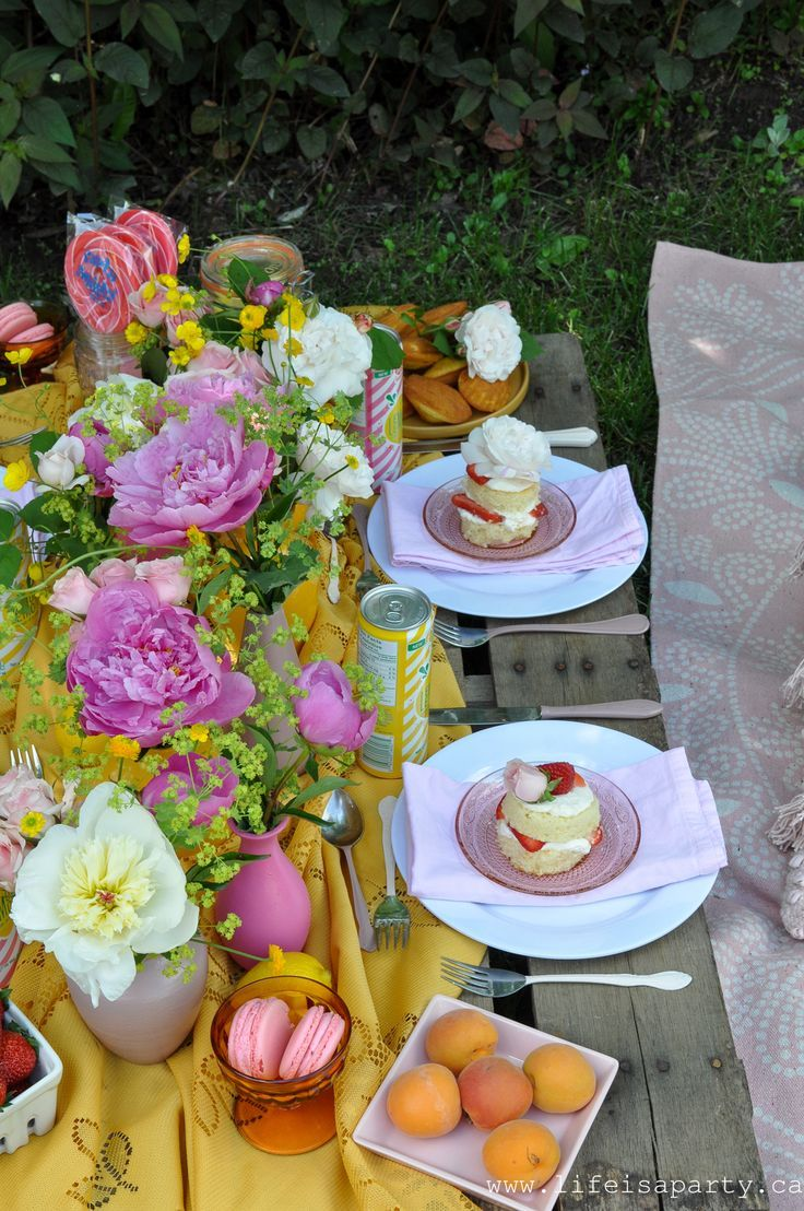 Pink and Yellow Tablescape, Pallet Picnic, Dessert Picnic