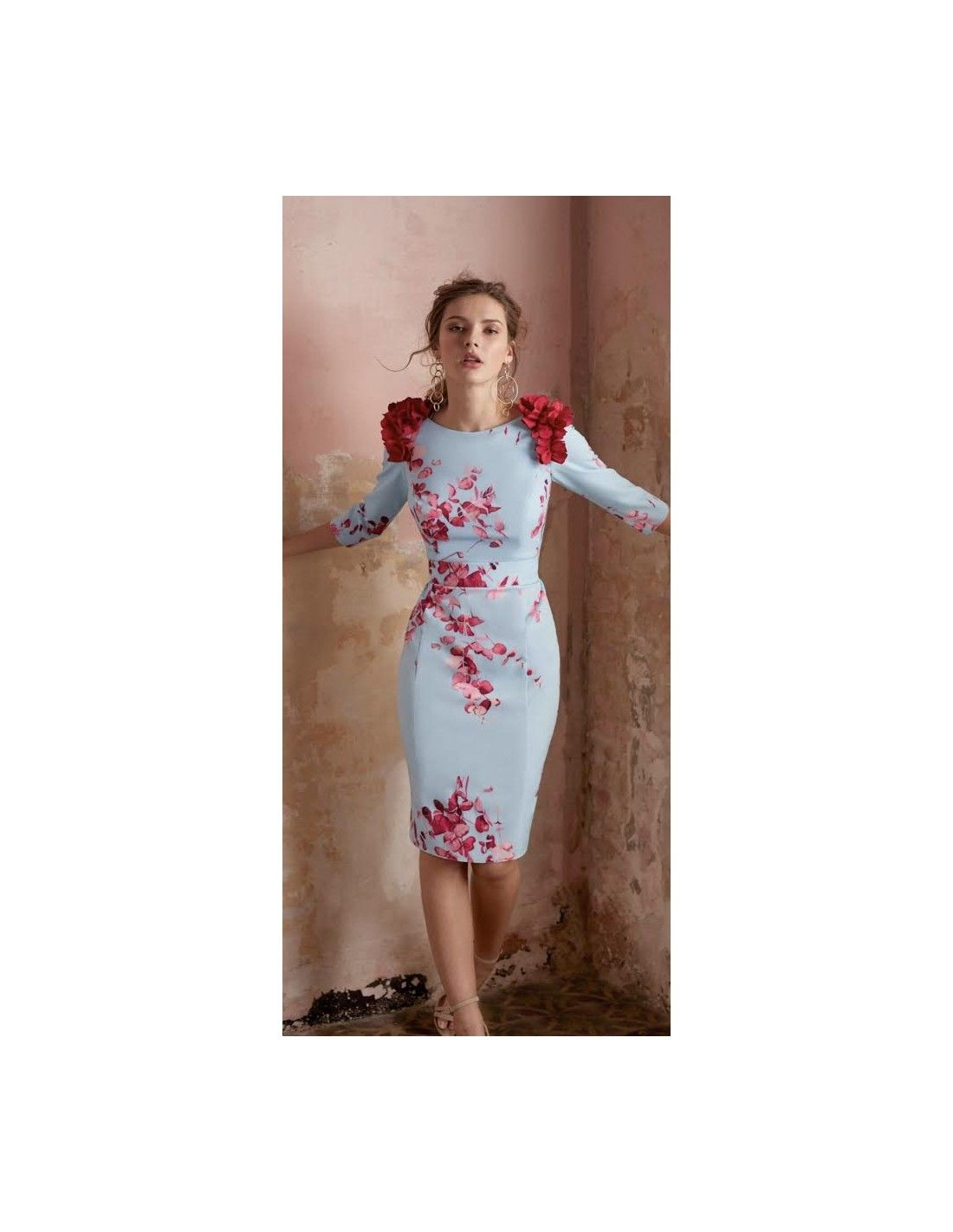 b90973726e Vestido Ainara - Vestido de corte midi con tejido elástico efecto raso en  azul cielo con