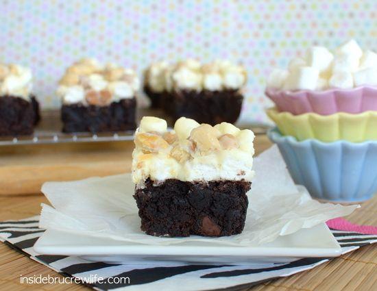 White Chocolate Goo Goo Cluster Brownies | Inside BruCrew Life - brownies topped with a white fudge #brownies #fudge