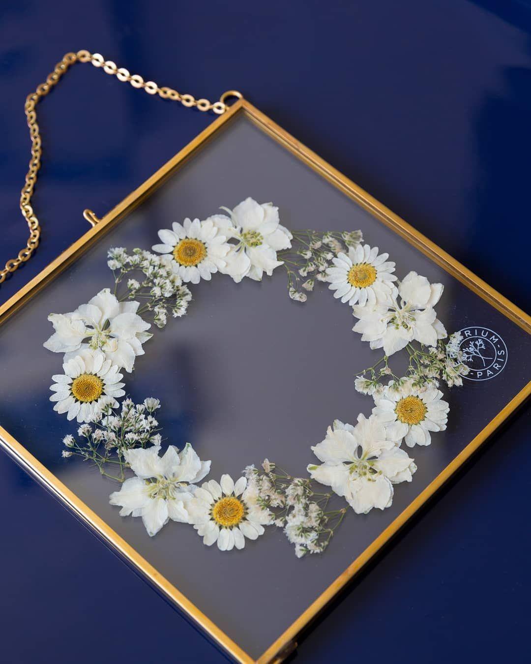 """Herbarium on Instagram: """"Bar à Fleurs � Nos cadres en laiton existent en 3 formats : 16x16, 24x24 et 40x40cm. Choisissez vos fleurs et laissez la magie Herbarium…"""""""