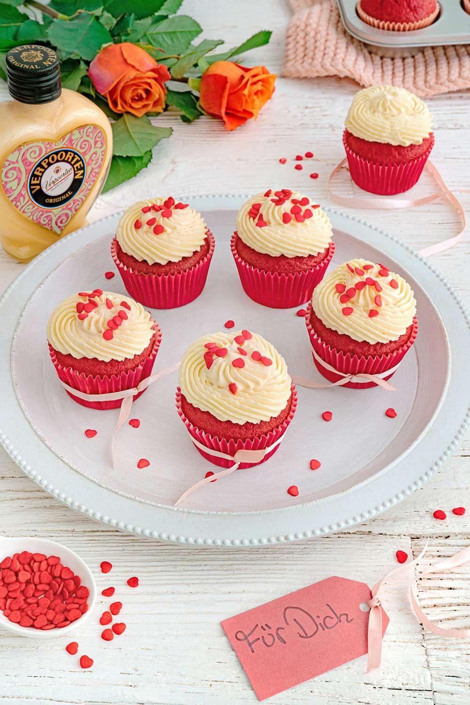 Red Velvet Cupcakes mit weißem Schoko-Frischkäse-Frosting und Verpoorten Original Eierlikör - Kuchenrezepte mit Eierlikör