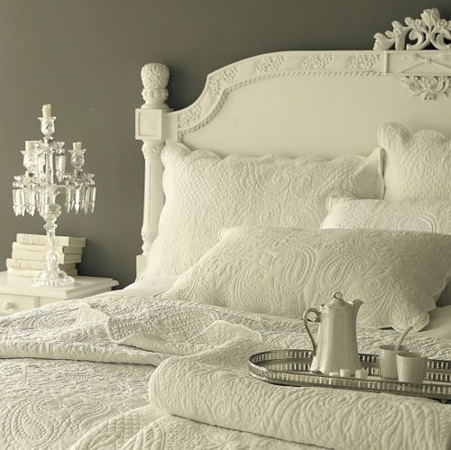 £69 Free PnP microfibre.Doublke Lyon-Ivory-Soft-Cream-Paisley-Quilted-Bedspread-Includes-Pillowshams