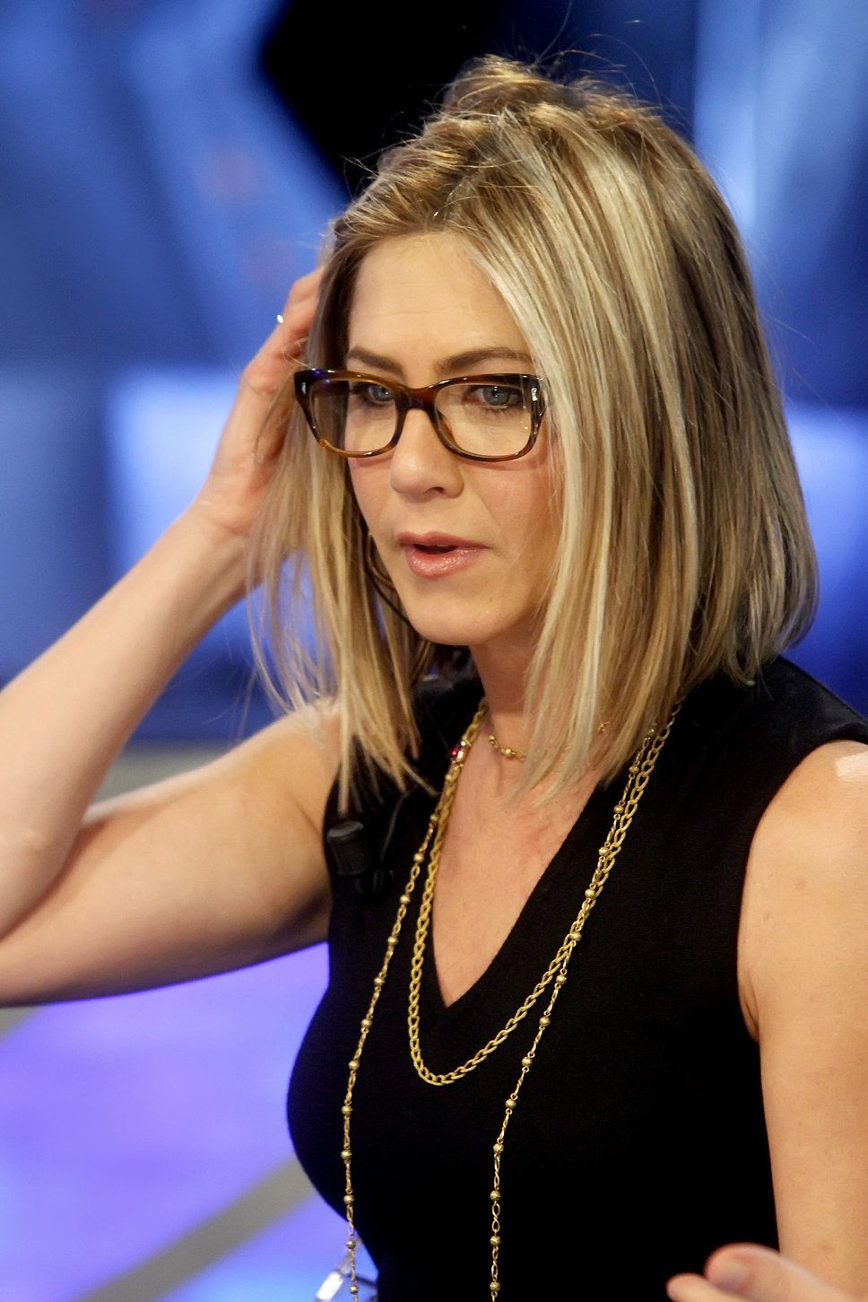 Jennifer Aniston on set | Jennifer Aniston schwarzes Oberteil Diva am Set 2013 Brille