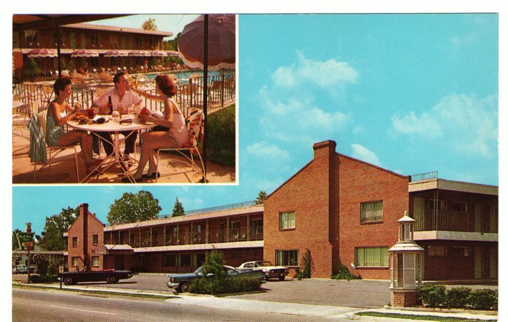 Undated Unused Postcard Holiday Inn Williamsburg Virginia