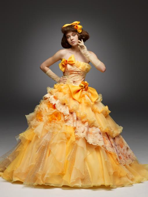 719e7b37294a3 2019 年の「カクテルドレスは何色を着ますか?黄色のドレスで華やかに ...
