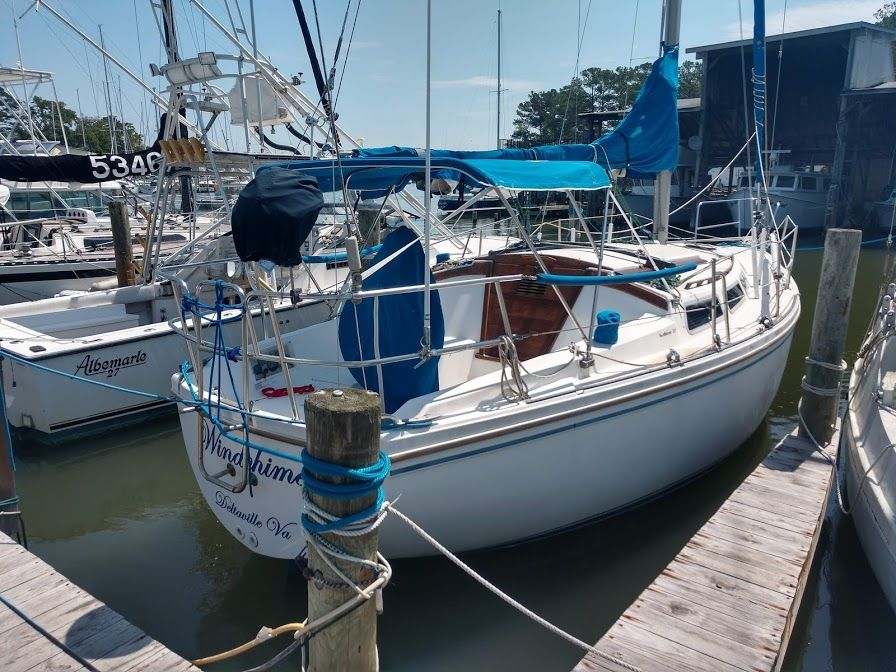 1985 Catalina 30 Windchime This Tall Rig Shoal Draft Catalina 30 Offers Large Boat Accommodations In An Easy To Sail Packag In 2020 Boat Boats For Sale Cockpit