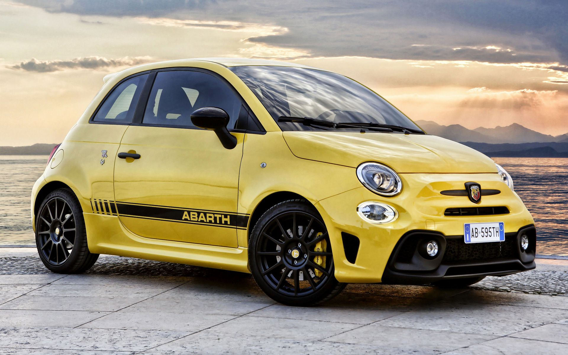 2016 Abarth 595 Competizione With Images Fiat Fiat 500 Fiat Cars