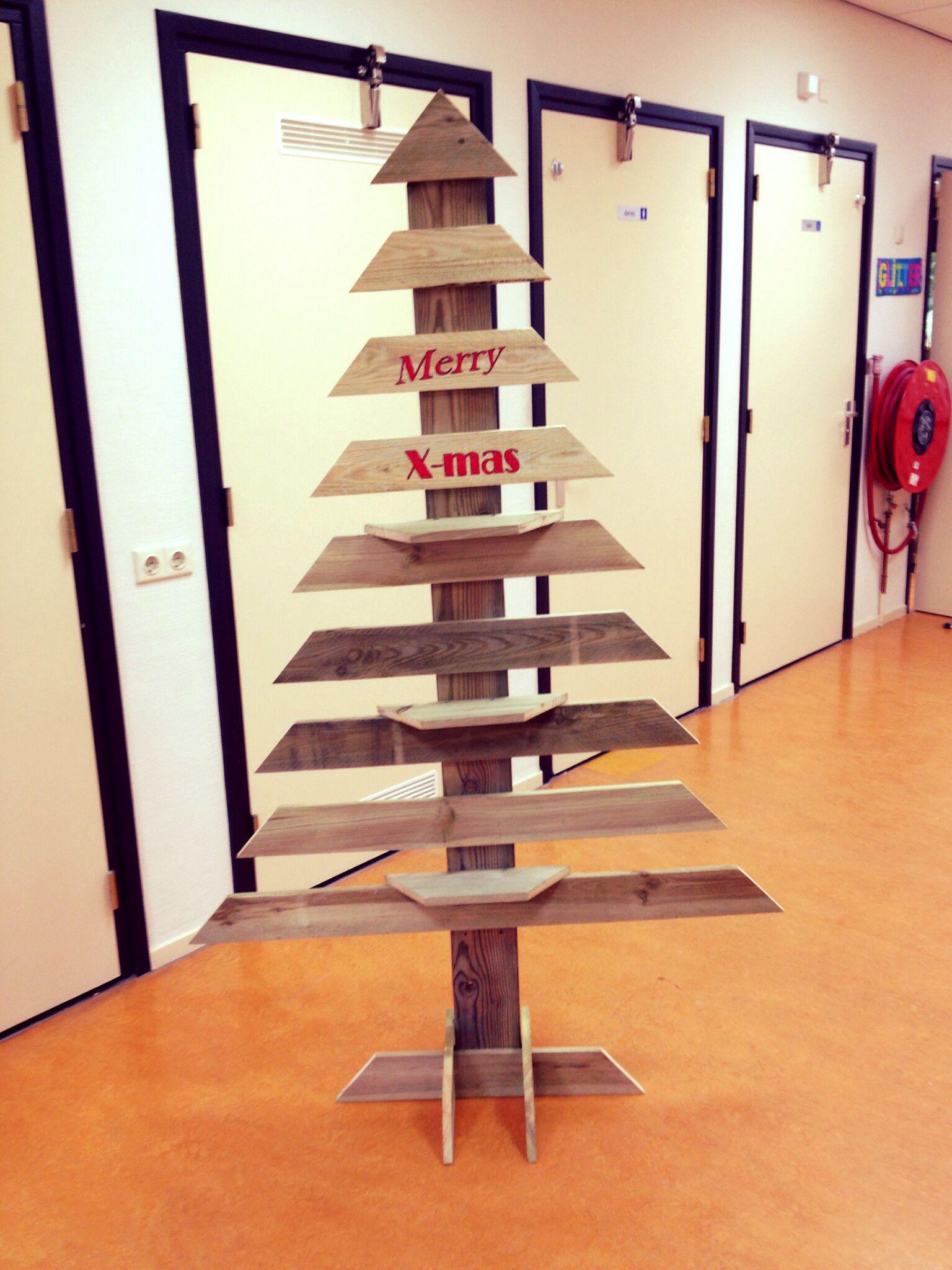 Kerstboom van tuinhout €35,- (op bestelling)