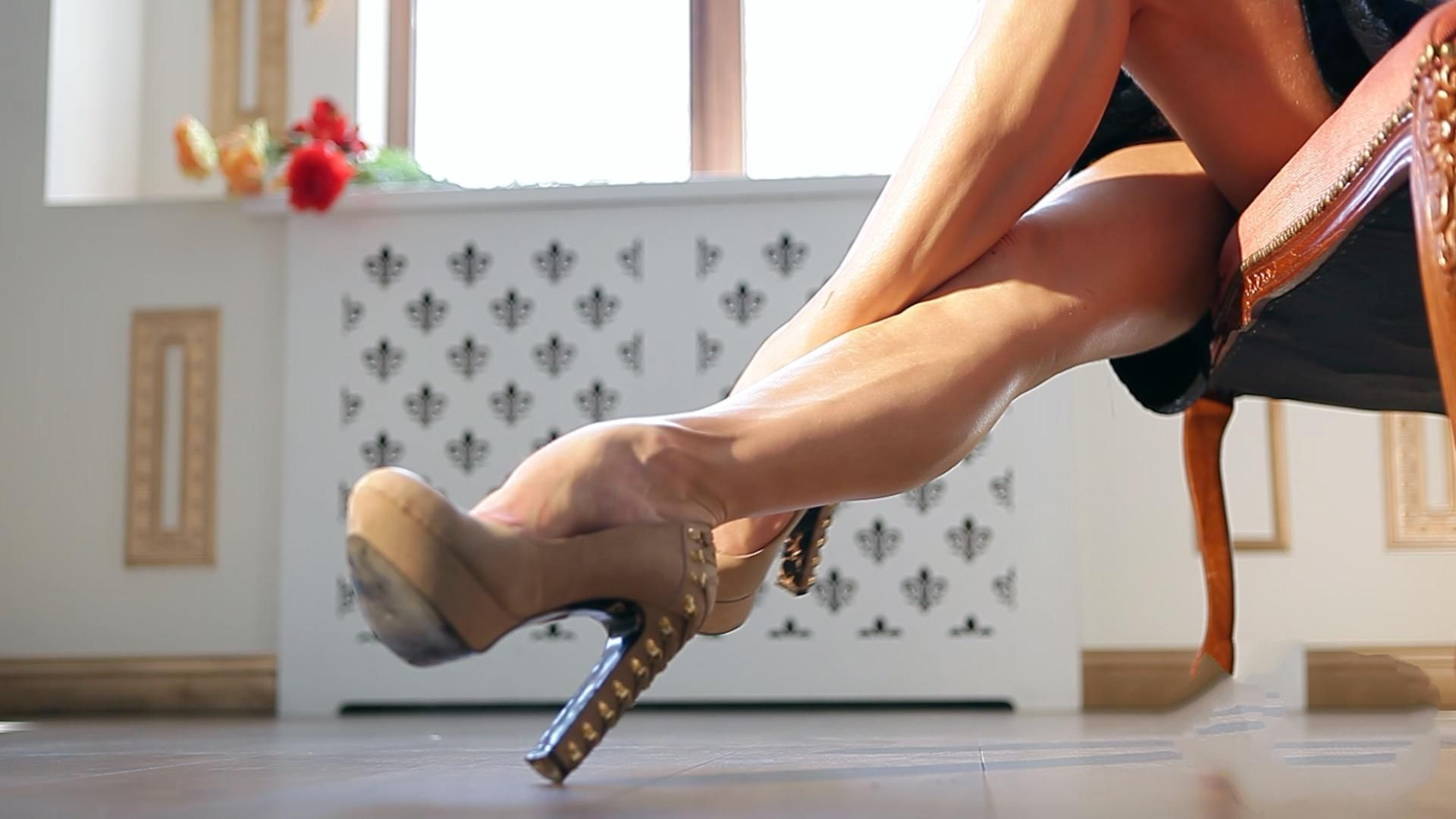 #woman #sexy #legs #high #heels #beautiful #kiss #feet