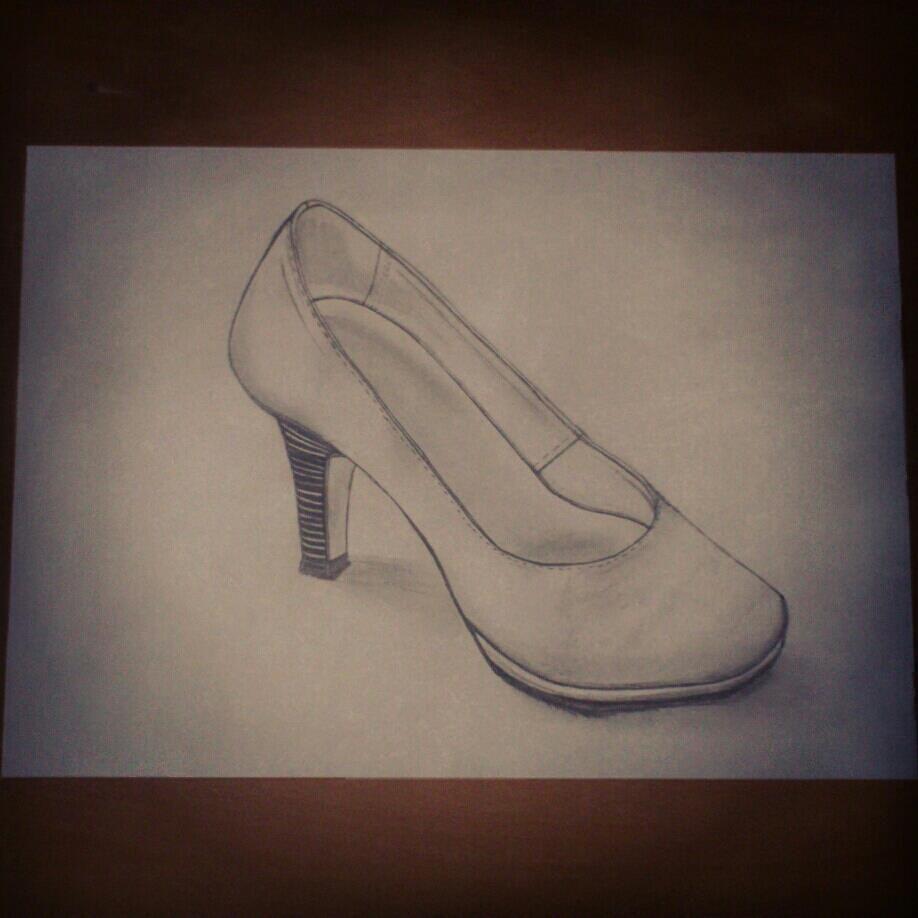 Dessin crayon gris chaussure escarpin femme cuir creationelle