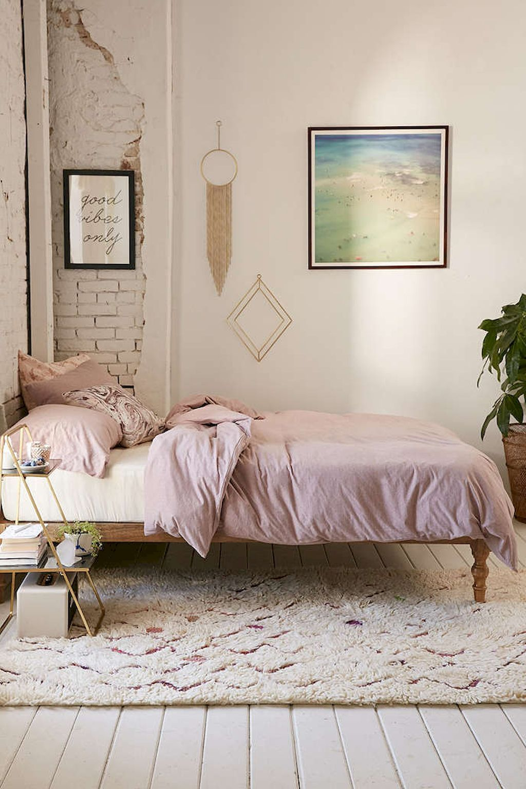 Gorgeous 70 Simple Minimalist Bohemian Bedroom Design On A Budget  Https://homeastern.