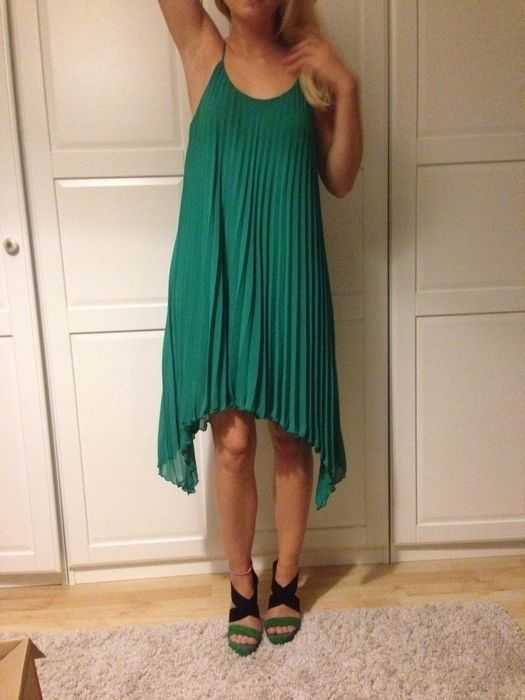 Grünes Kleid Plissee H&M | Kleider, Modestil