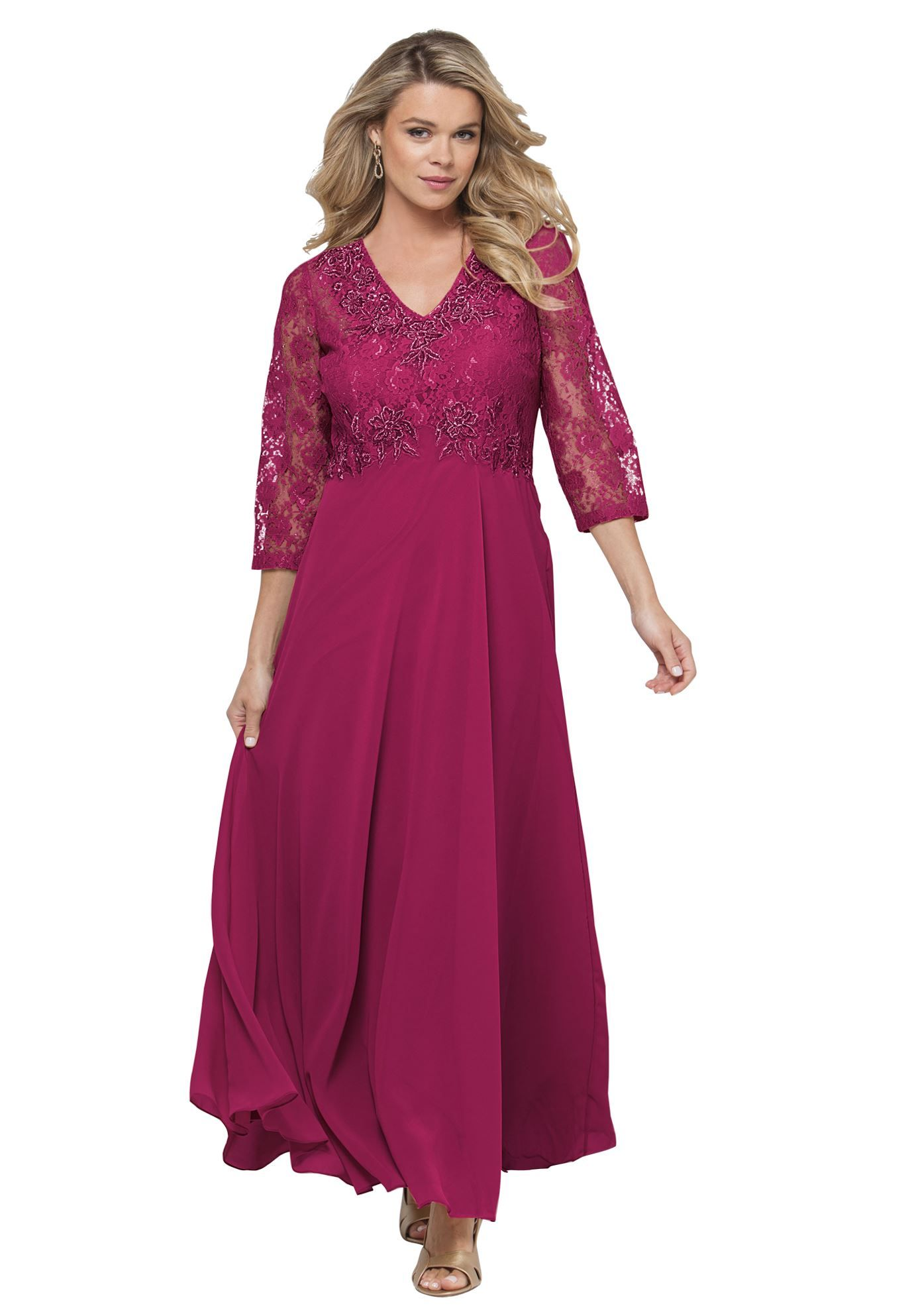 This lovely plus size dress is adorned with alluring lace aline
