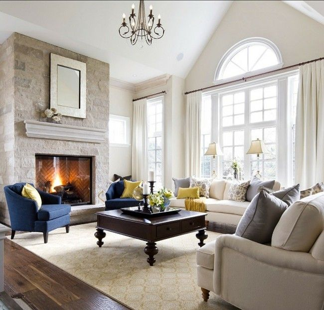 Modernes Wohnzimmer Einrichten Interieur In Dezenten Farben Grau Blaue  Sessel Etwas Gelb Akzent Teppich In Neutraler