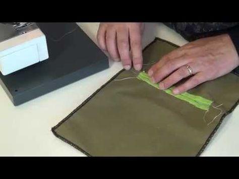 Echt niet moeilijk, zo'n paspelzak, maar je moet wel even weten hoe je die moet naaien. Je docent van Fifty Ways doet het voor. Makkie!!!!