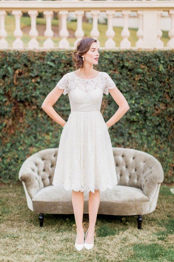 Kurzes Spitzen Brautkleid Im Sussen Vintage Style Cadence Von Jenny